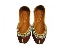 Give an Awesome Look Via Wearing Punjabi Mojari